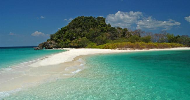 Mare cristallino e spiagge di sabbia finissima per le isolette deserte della Thailandia