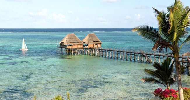 L'acqua cristallina di Zanzibar (foto Alamy)