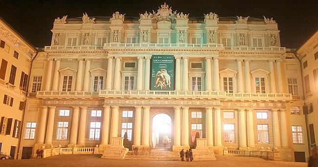 L'ingresso di Palazzo Ducale a Genova
